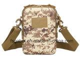 Los militares impermeables al aire libre camuflan el bolso del mensajero del hombro del deporte