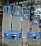 装飾的なガラスビン、ローションのびん、クリーム色のびん