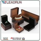 Boîte de rangement à bijoux en velours en cuir Souvenir Presse Bracelet à manchette Boîte cadeau (YSP132)