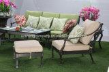 新しいデザイン独身者のソファーの鋳造アルミの家具