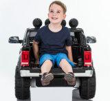 Малыши Фольксваген Amarok лицензировали езду на автомобиле с дистанционным управлением