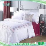 Katoenen van het Satijn van het hotel de Comfortabele Witte Geborduurde Dekking van het Dekbed