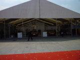 Grande schioccare in su la tenda della tenda foranea per la cerimonia nuziale, la mostra ed il partito