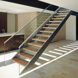 Main courante de la balustrade en bois moderne en verre étapes escalier en bois