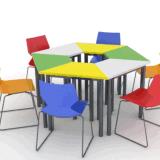 新しいデザイン学校の教室学生の台形の机