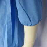 使い捨て可能な淡いブルーのSMMSの保護つなぎ服、使い捨て可能なオーバーオール