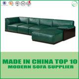余暇の居間の本革のソファー
