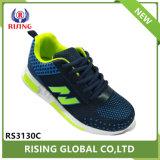 方法スポーツの靴を実行している卸し売り中国の子供の男の子の子供