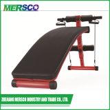 La forma fisica della strumentazione di ginnastica si siede in su il banco di addestramento di sollevamento di peso di esercitazione