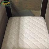 Weißer Terry-Hypoallergenic Breathable ultra saugfähiger befestigter Blatt-Art-Krippe-Matratze-Deckel mit Reißverschluss