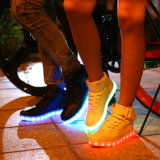 Zapatos ligeros adultos del nuevo estilo LED con la planta del pie ligera
