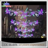 Mehrfarbenweihnachten der feiertags-Dekoration-LED über Straßenlaterne