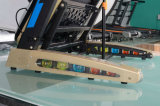 HP новых продуктов 3.0 едет на автомобиле идущая машина