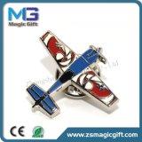 Broche métallique en émail doux en forme personnalisée avec embrayage à papillon en caoutchouc