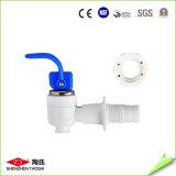 L'épurateur transparent de l'eau de robinet avec le GV de la CE reconnaissent