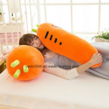 Relleno de zanahoria en forma de almohada suave abrazando