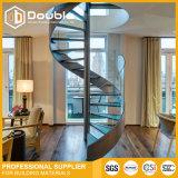 Diseño de madera moderno de las escaleras de la escalera espiral con el pasamano de cristal