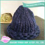 女性のための素晴らしく暖かいがっしりしたヤーンのウールの冬の帽子の帽子