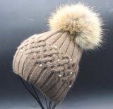 Шлем Beanie зимы женщин с большим шлемом Beanie шерсти связанным Pompom для девушок