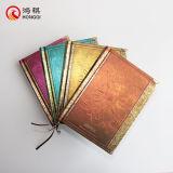 Cuaderno de la cubierta del metal