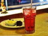 安くフリーズされた飲み物のガラスティーカップ、ガラス飲料のマグ、