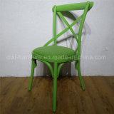 普及したニースの木の食事のスタッキングの結婚式の十字の背部椅子