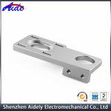 カスタム高精度CNCの中央機械装置のスペアーの自動車部品