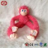 Jouet bourré mou se reposant mignon de peluche de bébé de banane d'étreinte de singe