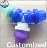 Protezioni di plastica e chiusure di nuovo disegno per la bottiglia della lavanderia