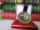 Grabado de la medalla cortada del deporte de Reto Superado de la insignia