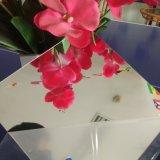 Corte de folha acrílico do espelho ao tamanho