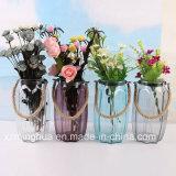 Ясная декоративная стеклянная ваза