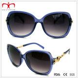 Occhiali da sole di plastica delle signore di modo con la decorazione del metallo (WSP412415)