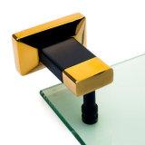 Einzelne Tuch-Stab-Messingbadezimmer-Regale und Zahnstangen-Glas-Regal