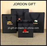Personalizadas de bajo coste hizo negro mate de alta calidad impresa en papel de la bolsa de compras de lujo con flor seca