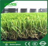 景色の草の人工的な草の庭の草