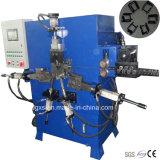 Metal hidráulico de Automaitc que prende com correias a curvatura que faz a máquina
