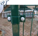 С покрытием из ПВХ сварной проволочной сеткой ограждения фальцовки