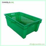 Colheita ventilada pesado movendo o recipiente de tomate de empilhamento de plástico