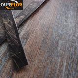 2016 Nouveau revêtement de sol en vinyle PVC WPC Tile / planches de revêtement de sol