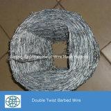 電流を通された二重ねじれの有刺鉄線