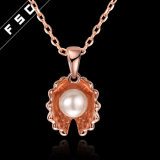 女の子のための真珠の吊り下げ式のネックレスが付いているローズの金によってめっきされる貝殻
