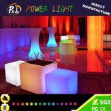 Éclairage LED changeant de couleur de meubles de jardin vers le haut de cube