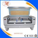 Posicionando a máquina de estaca do laser para a caixa (JM-1610T-CCD)