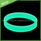 Incandescenza luminosa di /Slicone delle fasce di manopola del silicone di promozione in braccialetto scuro