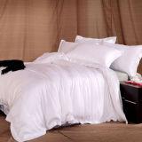 De zachte Witte Dekking Vastgesteld /Bedding van het Dekbed van de Luxe van het Bamboe Geplaatst de Reeks van de Slaapkamer