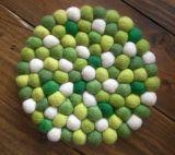 熱絶縁体のウールのフェルトの球のコースターかPlacematまたはカーペット