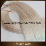 Fita loura desenhada dobro da cinza em extensões do cabelo