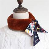 ちょうネクタイの絹が付いている専門デザインミンクの毛皮の柔らかく暖かいスカーフ