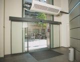 Puerta corrediza automática residencial con color plata